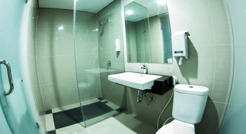 Alpha Hotel Pekanbaru - Kamar mandi