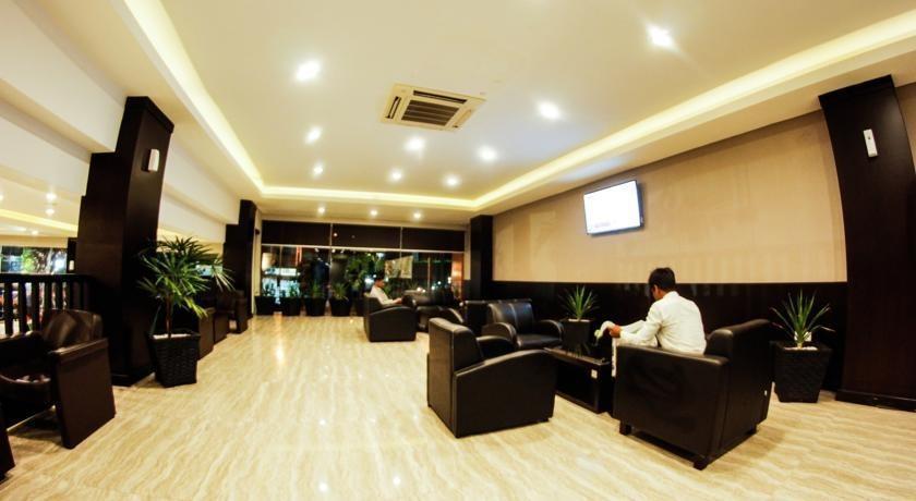 Alpha Hotel Pekanbaru - Lobi