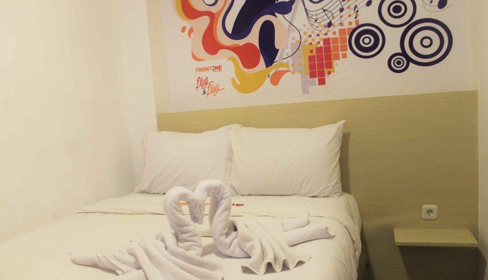 Djo Front One Inn Bengkulu - bed