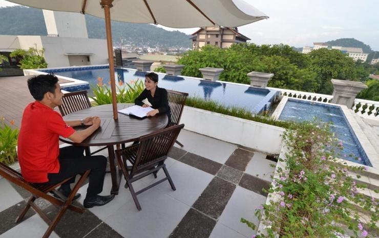 The Axana Hotel Padang - pool5