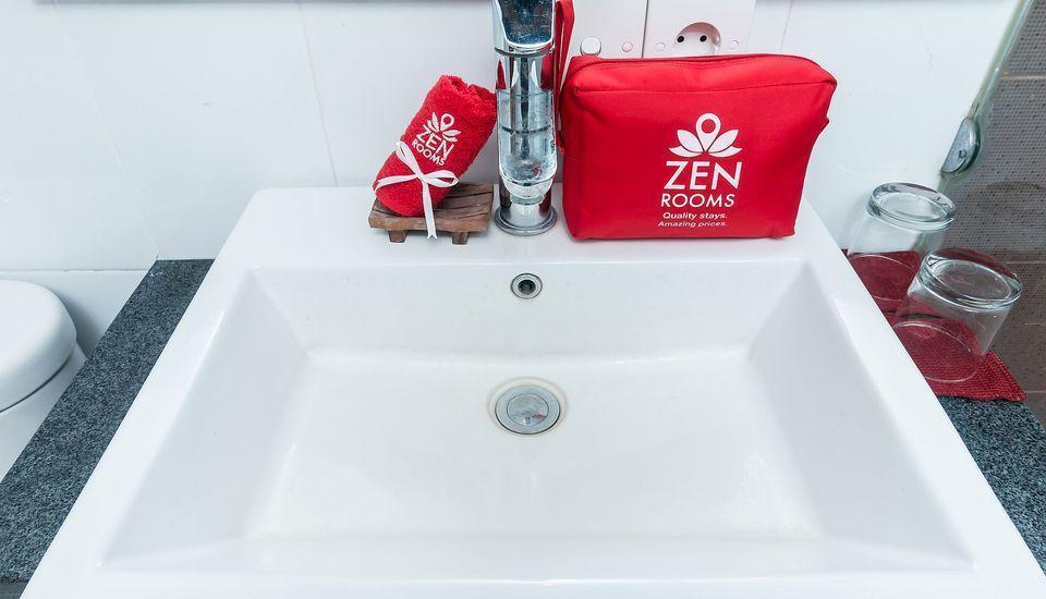 ZenRooms Sanur Tamblingan Bali - Kamar mandi