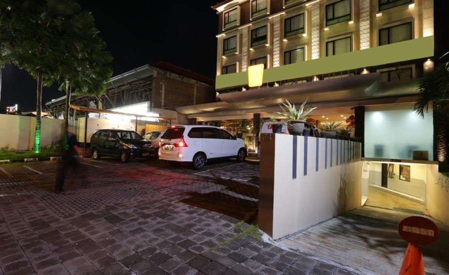RedDoorz @Sunset Road Kuta Bali - Eksterior