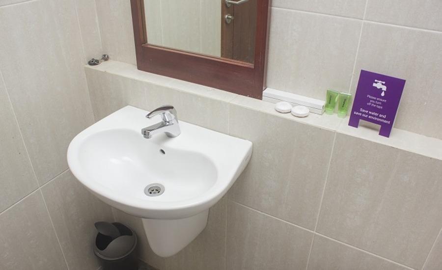 Tinggal Standard at Jalan Danau Tondano Jakarta - Kamar mandi