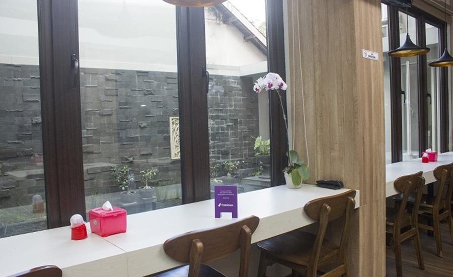 Tinggal Standard at Jalan Danau Tondano Jakarta - Restoran