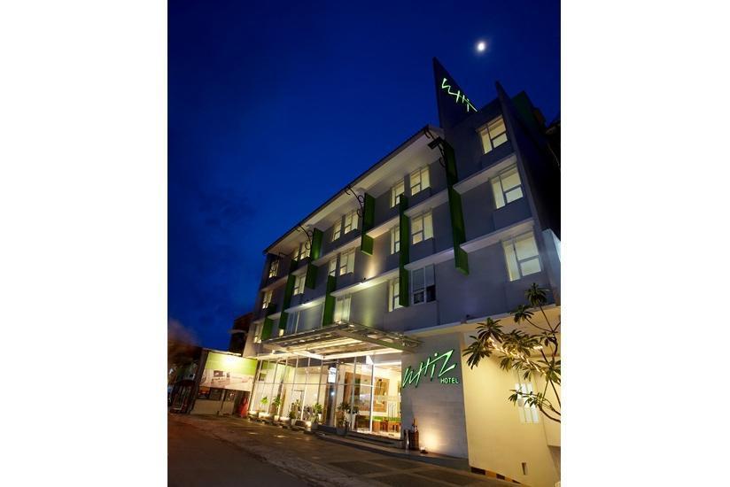 Whiz Hotel Yogyakarta - Tampilan Luar Hotel