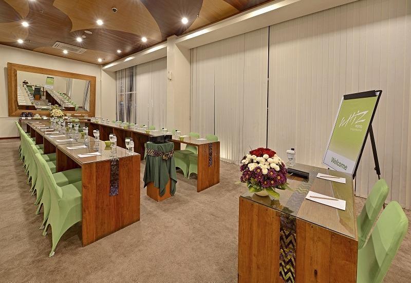 Whiz Hotel Yogyakarta - Meeting Room
