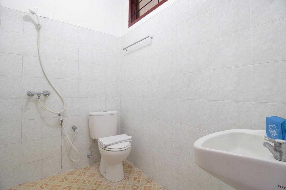 Airy Syariah Kejuron Mangga 4 Madiun - Bathroom standard Room