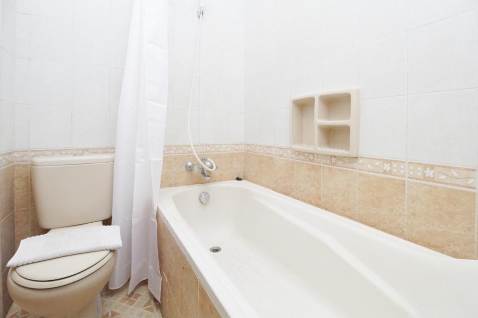 Airy Syariah Kejuron Mangga 4 Madiun - Suite Bathroom