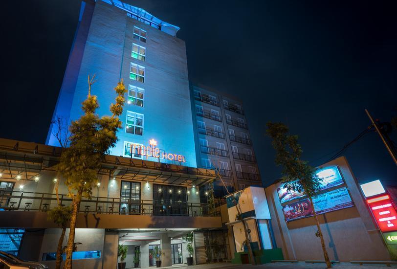 Maple Hotel Grogol Jakarta - Facade