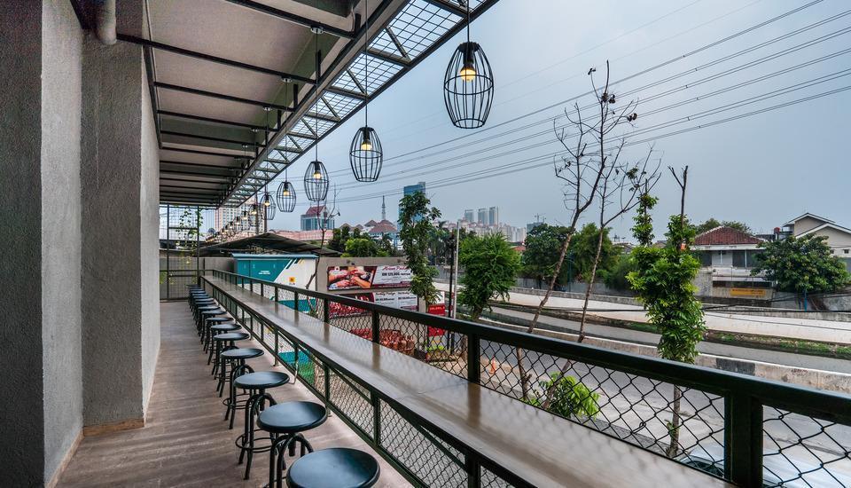 Maple Hotel Grogol Jakarta - Round Table