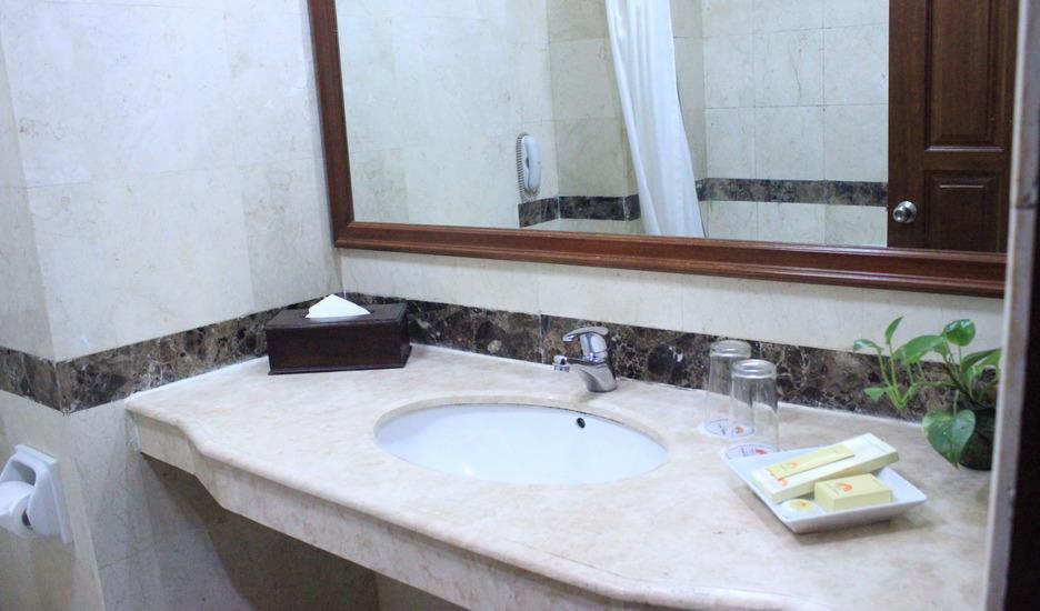 Hotel Grand Victoria Samarinda - Bath Room