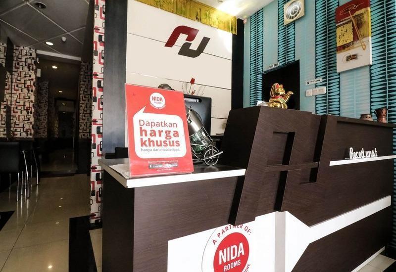 NIDA Rooms Makassar Nusantara Losari - Resepsionis