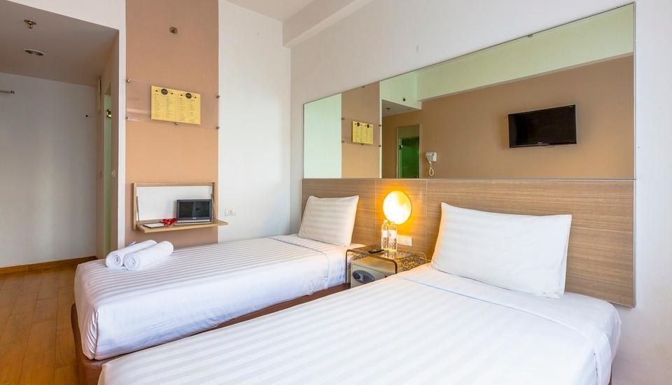Red Planet Palembang - Twin Room