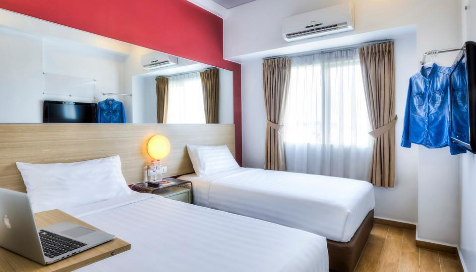 Red Planet Palembang - Twin Bed Room