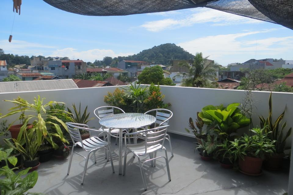 Brigittes House Padang - teras atas
