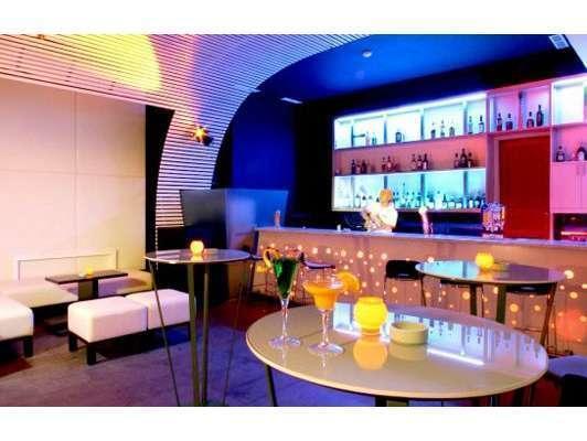 HARRIS Hotel Tebet Jakarta - Tube Bar
