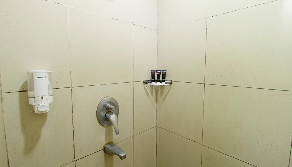 RedDoorz @Gegerkalong Girang Bandung - Kamar mandi