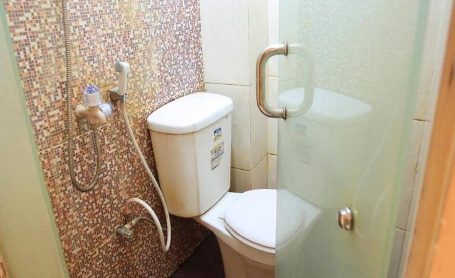 Khresna Guesthouse Yogyakarta - Kamar mandi
