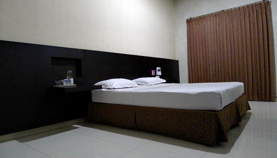 Family Guest House Surabaya - Double Bedroom funtastic