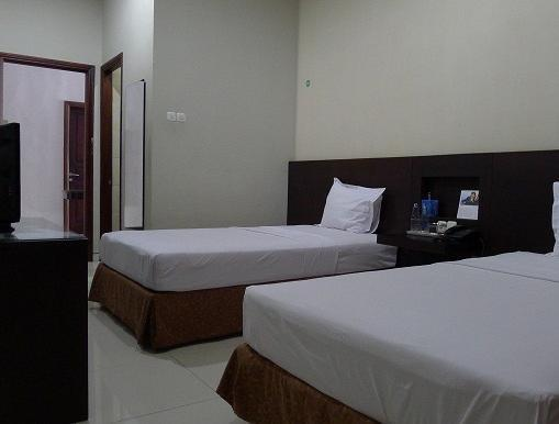 Family Guest House Surabaya - Twin bed room