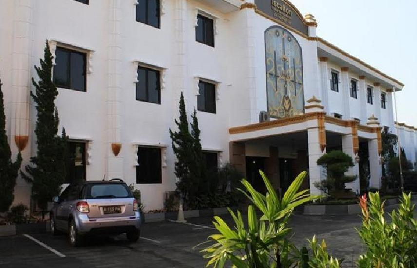 Iscalton Courteous Hotel Sukabumi - pemandangan sisi