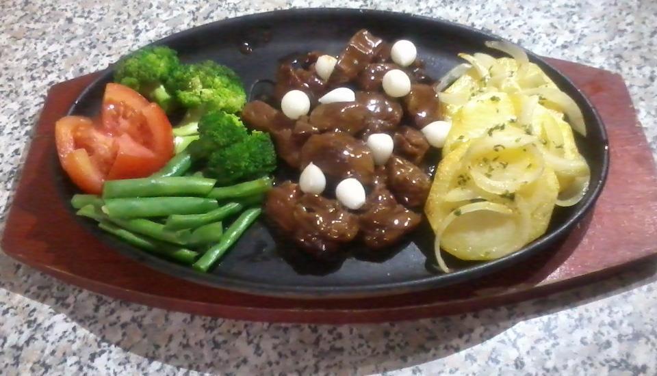 Ahadiat Hotel & Bungalow Bandung - Saigon Steak