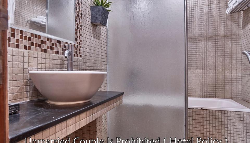 Hotel Alia Pasar Baru Jakarta - Bathroom