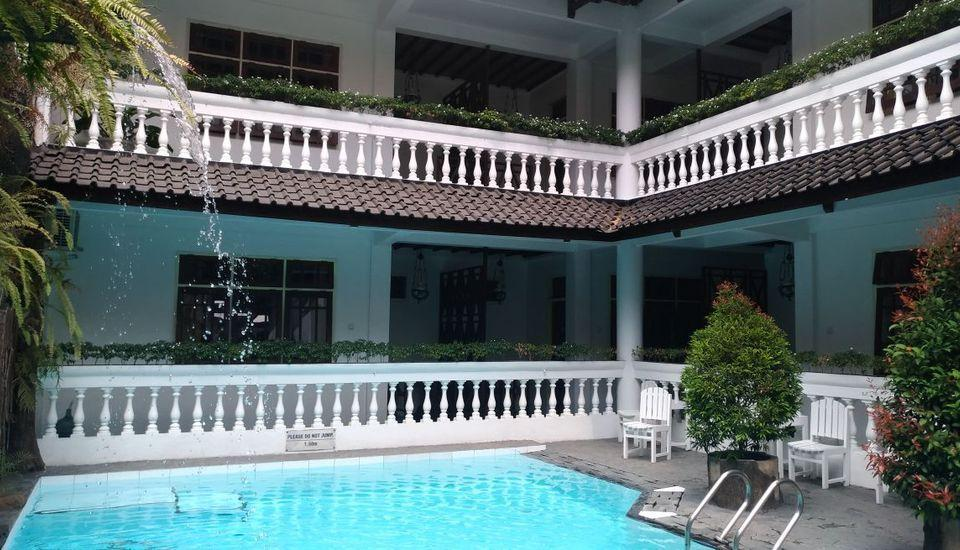 Hotel Bladok & Restaurant Jogja - Kolam renang