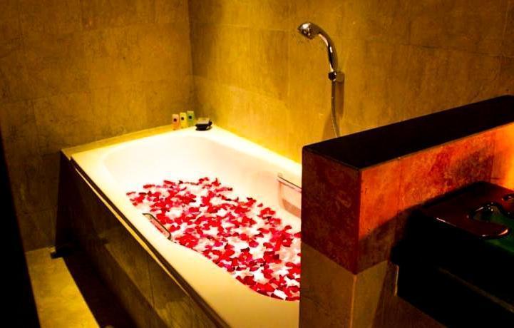 Best Western Kuta Villa Bali -  Bunga Tabur di bak mandi