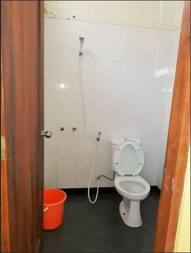 Larasati Homestay 2 Yogyakarta - Bathroom
