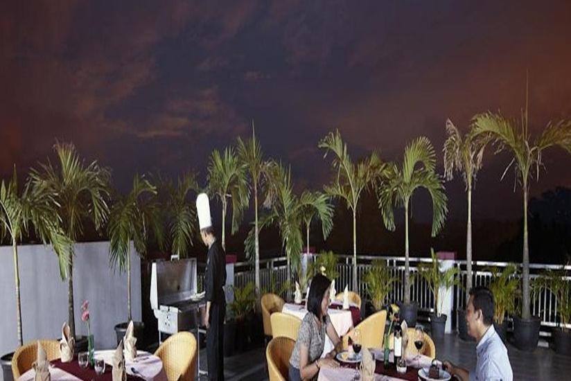 Sahati Hotel Jakarta - Balkon