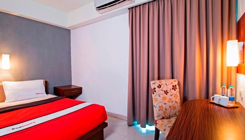 RedDoorz near RS Pertamina Jakarta - Reddoorz Room Regular Plan