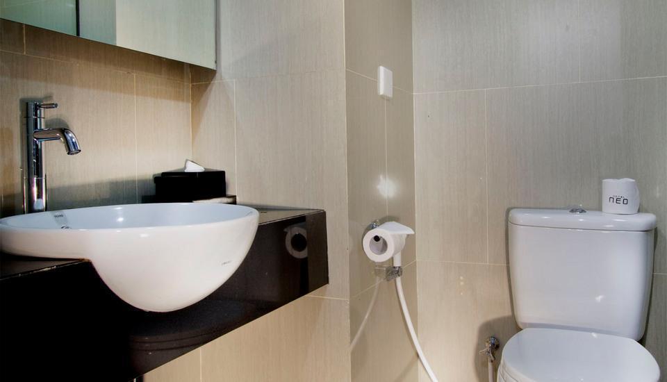 Hotel Neo Tendean Jakarta - Bathroom