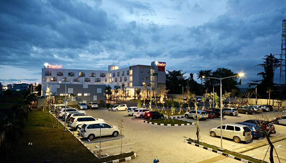 TreePark Hotel Banjarmasin - Area parkir