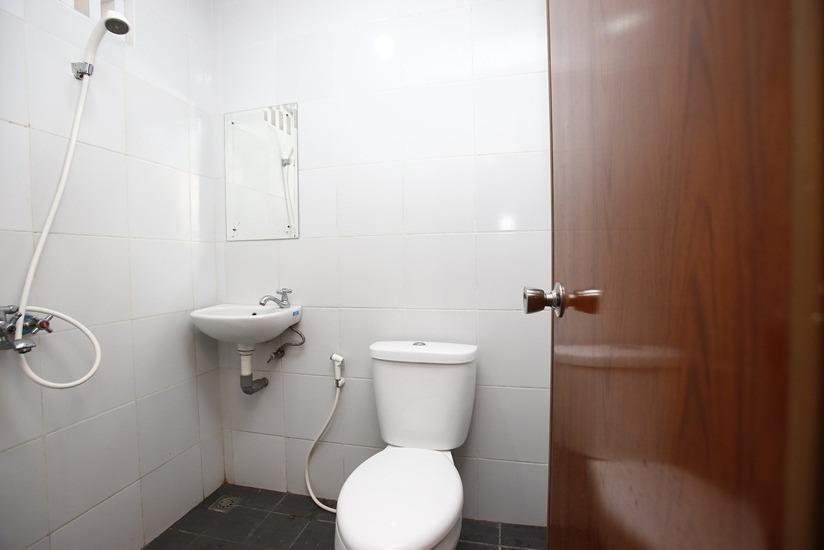RedDoorz at Lebak Bulus Raya 2 - Kamar mandi