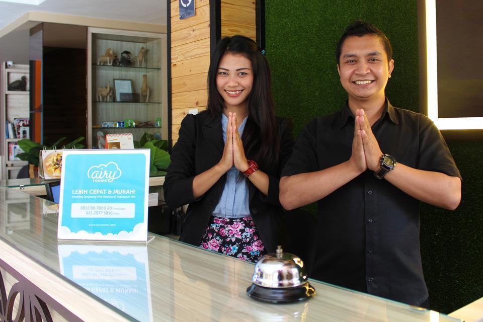 Airy Gubeng Kalimantan Surabaya Surabaya - Receptionist