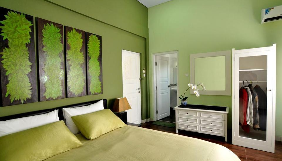 La Nostalgie Guest House Bandung - Deluxe Room with Breakfast Regular Plan