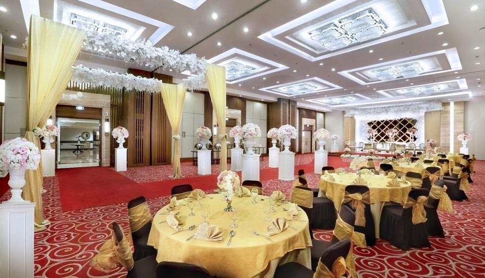 Aston Tropicana Bandung - Ballroom - Wedding Setup