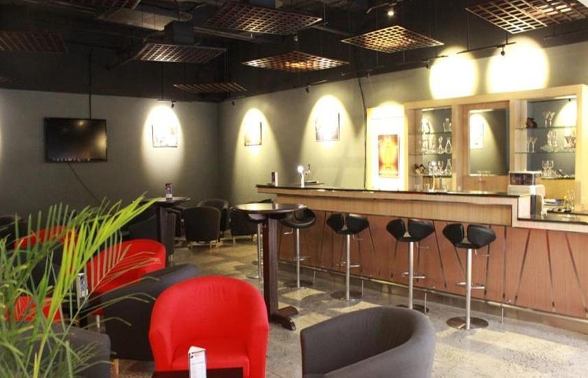 Sakura Park Hotel & Residence Bekasi - Bar