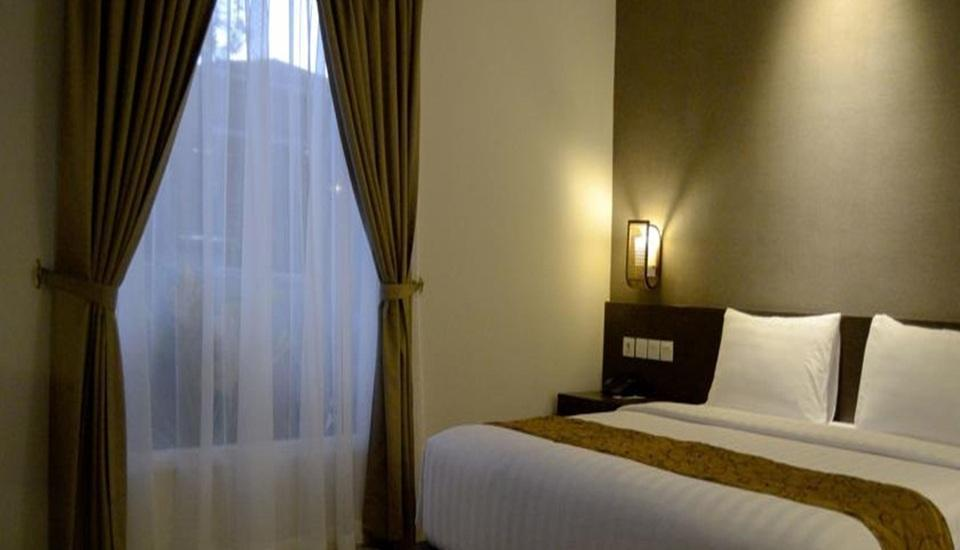 Ayola Tasneem Hotel & Convention Jogja - Deluxe Queen - with Breakfast Basic Deal Promo 15% Off