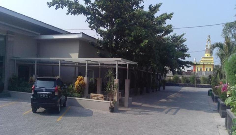 Tasneem Convention Hotel Jogja - Area parkir
