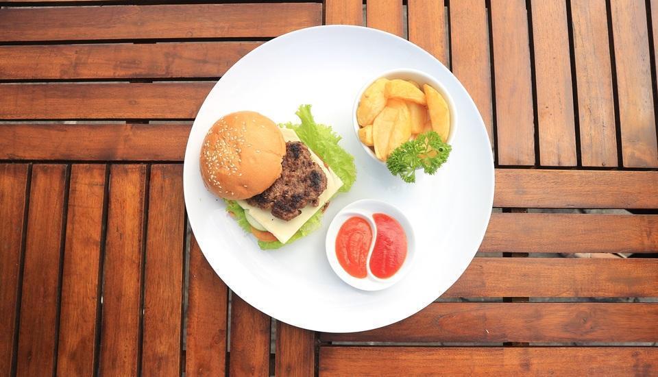 Ayola Tasneem Hotel & Convention Jogja - Meals
