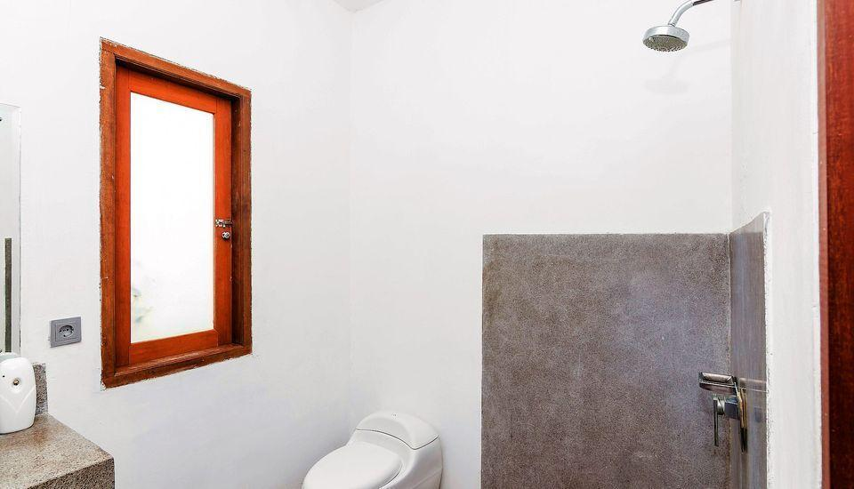 ZenRooms Padang Linjong Canggu - Kamar mandi