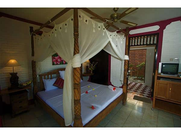 Puri Oka Beach Bungalows Bali - Kamar tamu