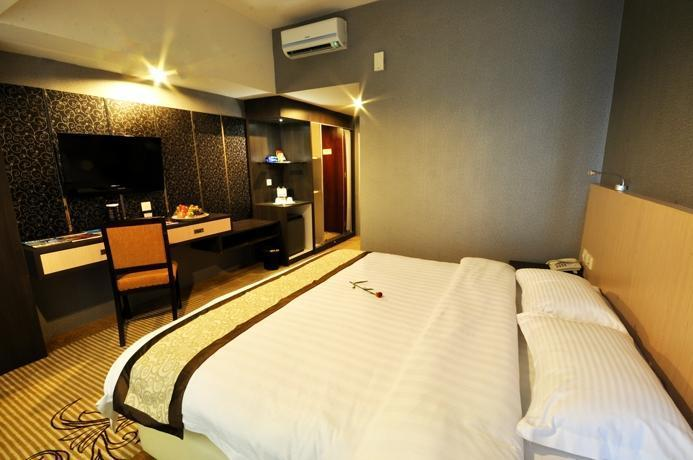 Hermes Palace Hotel Medan - Deluxe Room Regular Plan
