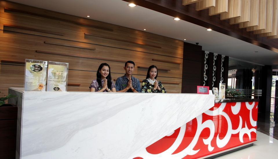 Hotel Asri Sumedang Sumedang - Receptionist
