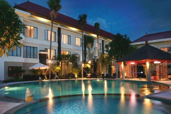 Harrads Hotel Bali - Pool In the Night