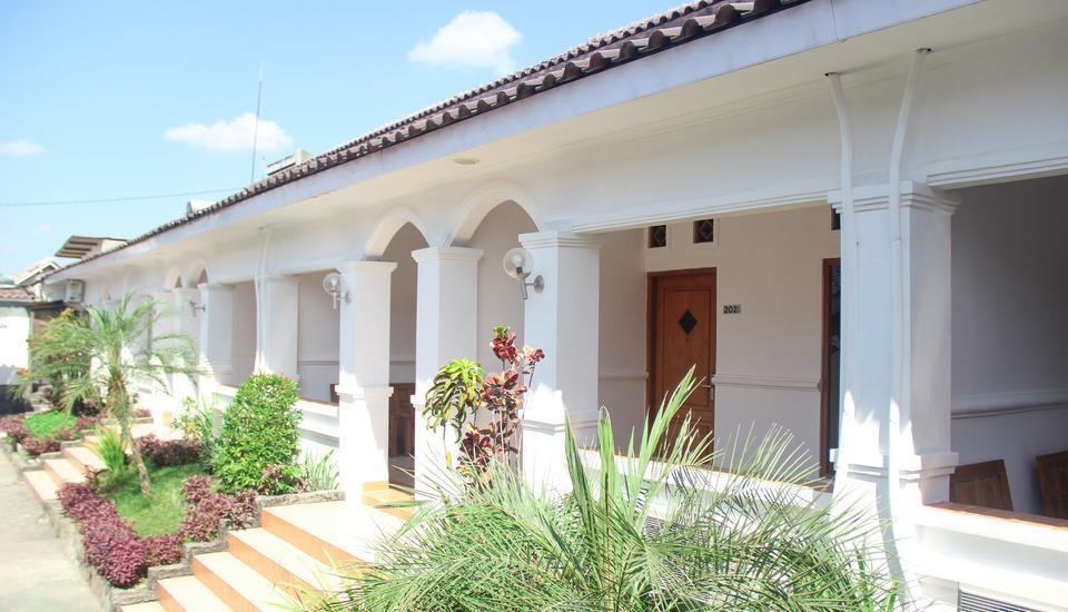 Front One Resort Wisma Aji Yogyakarta - VIEW