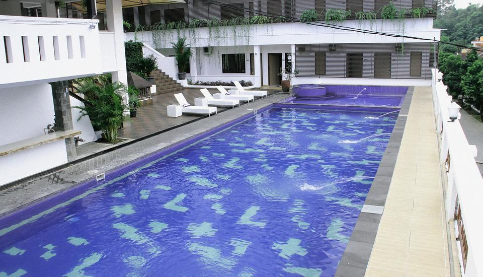 Front One Resort Wisma Aji Yogyakarta - swimming pool