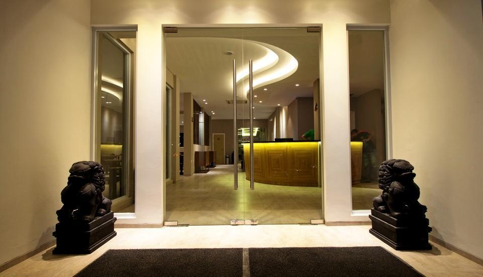 Vinotel Cirebon - Pintu Lobby Utama